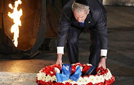 Bush laying a wreath at Yad Vashem, Jerusalem